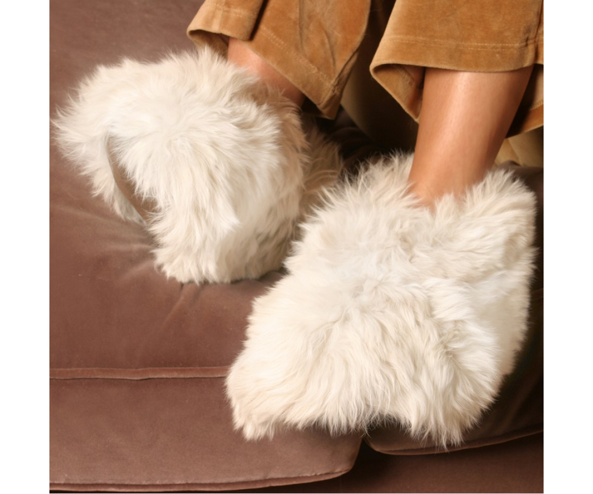 fa1474c47eb3 Luxurious Alpaca Fur Slippers - The most luxury fur slippers